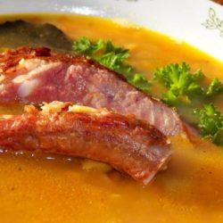 Гороховый суп с копчеными ребрышками с фото